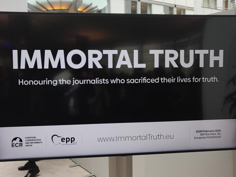 Stateční novináři